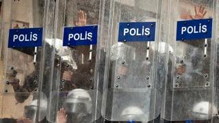 Mehr als 1200 Polizisten in der Türkei suspendiert