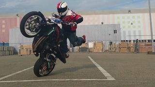 Motorrad Stuntrider Cedric: Der mit dem Töff tanzt (Artikel enthält Bildergalerie)