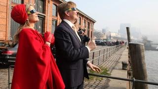 Willem-Alexander und Máxima erleben Sonnenfinsternis in Hamburg