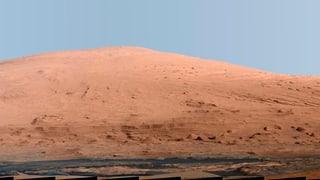 «Curiosity» setzt aus Einzelteilen einen Mars-Berg zusammen