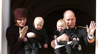 So süss sind die Zwillinge am Nationalfeiertag von Monaco