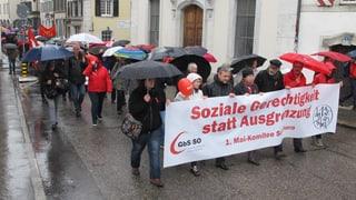 1. Mai: Forderung nach sozialer Gerechtikeit im strömenden Regen