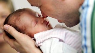 Streit um Vaterschaftsurlaub: «Die Frage ist, wer bezahlen soll»