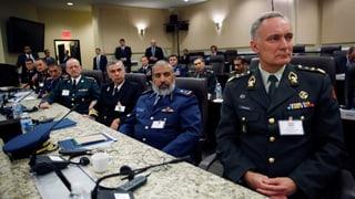 Luftschläge und Strategiegespräche gegen IS