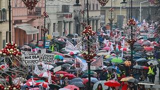 Protestas en Pologna: «Na al caos en scola»