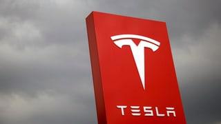 Tesla schreibt Rekordverlust
