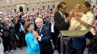 Schwedens König feiert – und klein Estelle übt das royale Winken