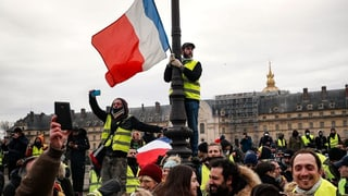 Wie Macron doch noch von den «Gilets Jaunes» profitieren kann