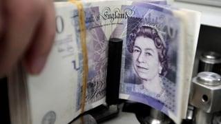 Schreckminuten für Händler: Britisches Pfund bricht ein