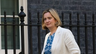 La ministra da lavur Amber Rudd sa retira