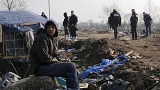 Frantscha vul rumir champ da fugitivs a Calais