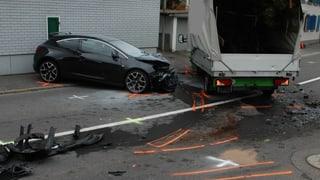 Schwerer Unfall in Menzingen fordert fünf Verletzte