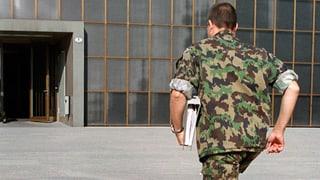 Militärs und Diplomaten sollen bis 65 arbeiten