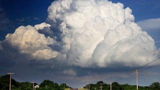Video «Wetterphänomene: Wie schwer ist eine Gewitterwolke? (4/5)» abspielen