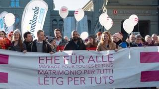 Ehe für homosexuelle Paare einen Schritt weiter (Artikel enthält Video)
