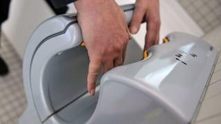 Sind Handtrockner wirklich Bakterienschleudern?