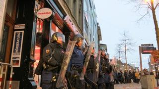 Hunderte demonstrieren in Bern gegen Mediamarkt