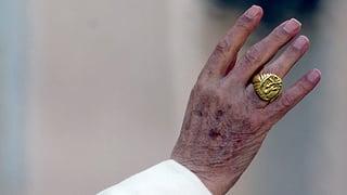Kindsmissbrauch: Benedikt XVI. setzte über 500 Priester ab