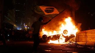Hunderttausende demonstrieren gegen teure Fussball-WM