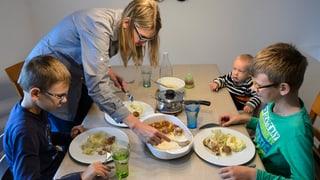 Alleinerziehende Mütter sind in Bern häufiger arm