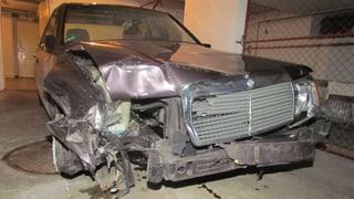 Betrunkener Autofahrer hinterlässt eine Spur der Zerstörung