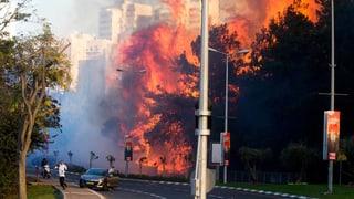 Tausende fliehen vor Feuer in Haifa