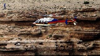 Ungesichert auf einem Seil über den Grand Canyon