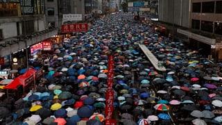 Mehr als eine Million Hongkonger demonstrieren im Regen