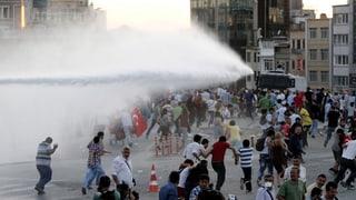 Polizei räumt Taksim-Platz – Wasserwerfer gegen Demonstranten