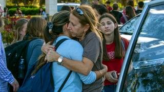 Schütze tötet 17 Menschen in High School