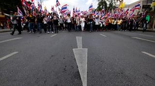 Regierungsgegner besetzen Ministerien in Bangkok