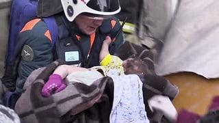 Baby nach über 30 Stunden lebend aus Trümmern geborgen