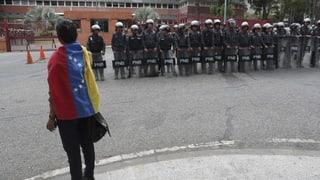 Maduros Richter säubern die Opposition