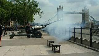 Kanonenschüsse: London heisst den kleinen Prinzen willkommen