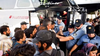Flüchtlingskrise: Kroatien transportiert Flüchtlinge nach Ungarn