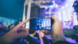 Handys an Konzerten: Filmt ihr schon oder erlebt ihr noch?