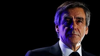 Macron surpassa Le Pen, Fillon perda sustegn