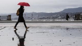 Hohe Pegel machen Uferspaziergänge gefährlich
