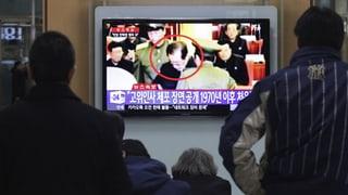 Kim Jong-Un lässt Onkel vor laufenden Kameras verhaften