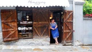 Souvenir-Verkäuferin in einer der schönsten Altstädte Europas