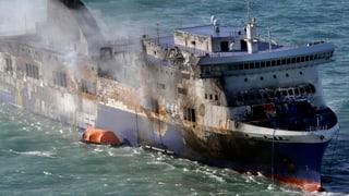Ausgebrannte «Norman Atlantic» in Italien angekommen