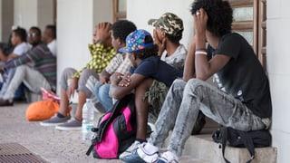 Italia: Protest cunter hotspots per fugitivs crescha