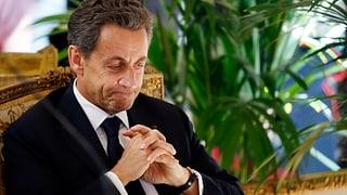 Sarkozy geht mit dem Spendentopf umher