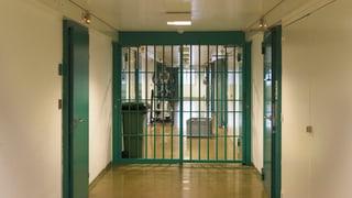 Dutzende Jugendliche in Schweizer Gefängnissen