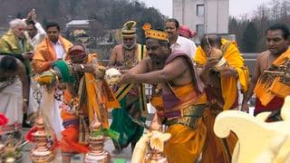 Video «Einweihungszeremonie des Hindutempels in Trimbach» abspielen