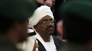 Militär setzt Präsident Al-Baschir nach 30 Jahren ab