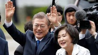 Moon Jaes Eltern flohen einst aus Nordkorea. Als Präsident steht er für einen weniger konfrontativen Kurs gegenüber dem Norden als seine Vorgängerin.