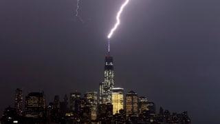 Hier schlägt ein Blitz ins neue WTC ein
