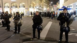 Viele Sicherheitskräfte, wenige Menschen in der Basler Innenstadt