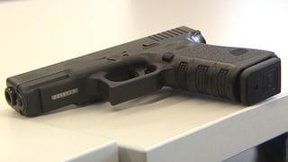 In fast allen Korps dürfen Polizisten ihre Waffe auch in der Freizeit tragen.
